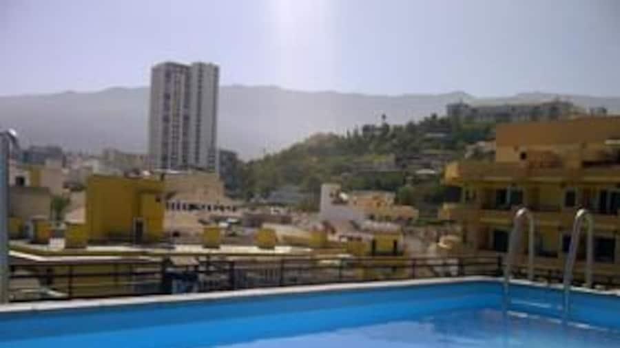 Park Plaza & Tropical